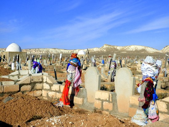 Balkanabat, Turkmenistan: Cemetery