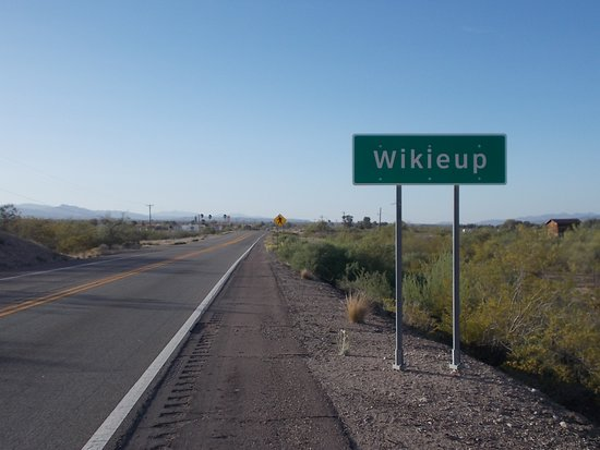 Wikieup, Arizona. We wanted to try Blues-N-BBQ's Lic, 17809 S. Highway 93, Wikieup AZ