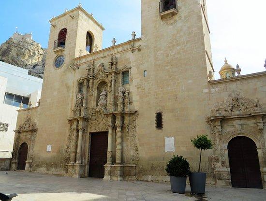 Basilica Santa Maria: The unimposing facade masks a rich interior