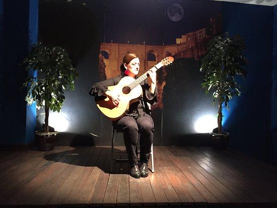 Celia Morales Guitarra Flamenca Tradicional, ギターの音色が心に響きます