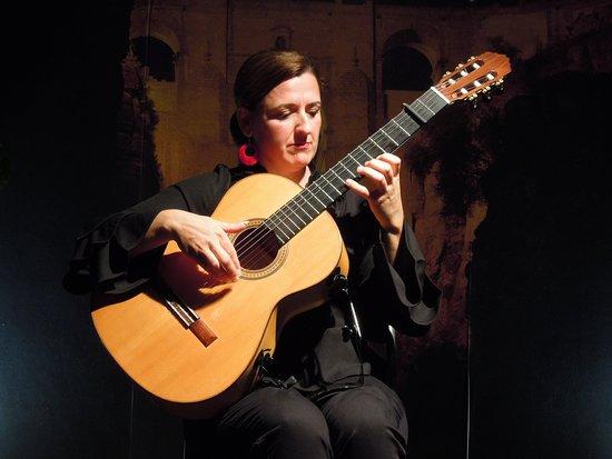 Celia Morales Guitarra Flamenca Tradicional, すぐ目の前で迫力の生演奏!