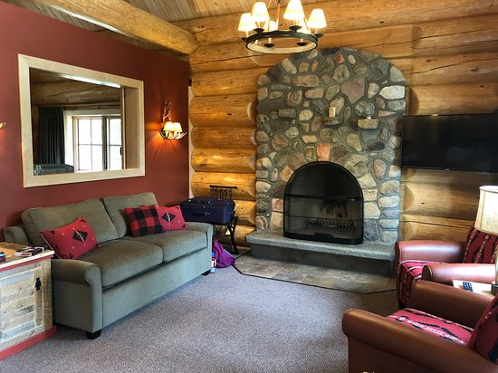 Alpine Village Cabin Resort - Jasper: Living area & sofabed