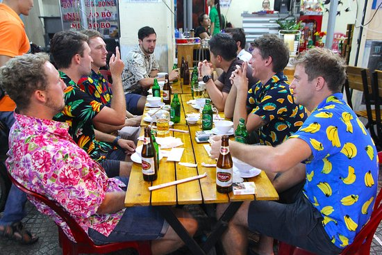 Vespa Adventures: Tucking in at a seafood restaurant