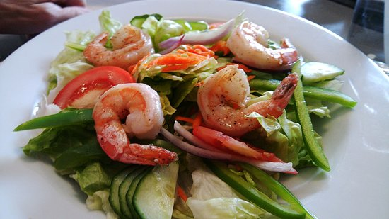 Strathroy, Canada: Garden Salad with jumbo shrimp