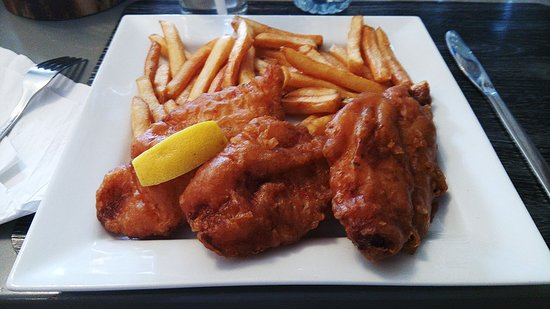 Strathroy, Canada: Portuguese homemade battered fish with chips