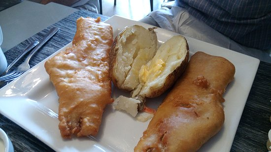 Strathroy, Canada: Homemade battered white fish with baked potatoe