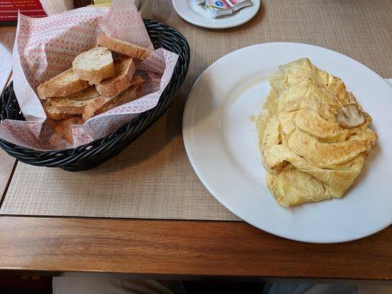 Dolce Capriccio: Mushroom omelet and toast