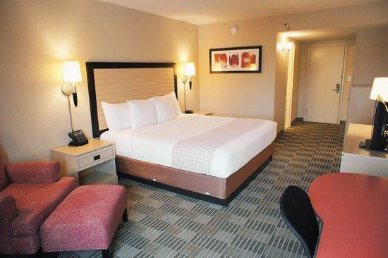La Quinta Inn & Suites White Plains - Elmsford: Guest room