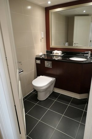 Commode Picture Of Sheraton Skyline Hotel London Heathrow Hayes