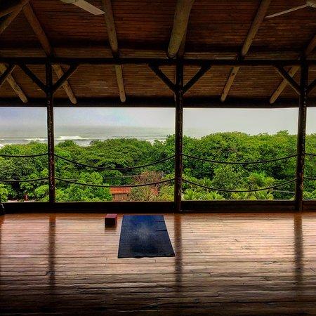 Horizon Ocean View Hotel and Yoga Center: Beautiful yoga studio
