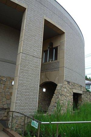 Kodaira, اليابان: 建物の周囲にビオトープ
