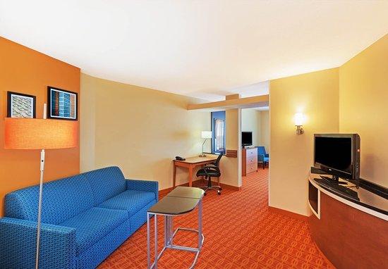 Fairfield Inn & Suites Tulsa Downtown: Guest room