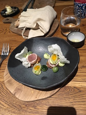 Foxcroft: Seared Tuna - wonderful presentation and delicious