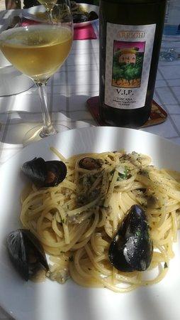 Porto Azzurro, Italy: Spaghettone di grano saraceno con V.I.P. dell'Azienda Arrighi
