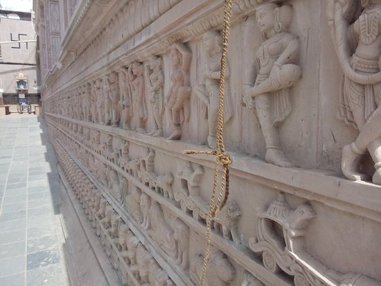 Maatangi Modheshwari Temple: Alternate view of sculpture work on periphery