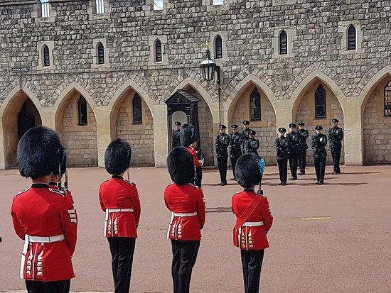 قلعة وينسور: changing of the guard x