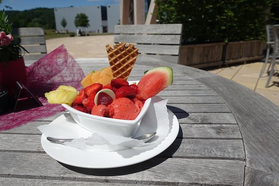 Viba Nougat Welt: Leckereien mit Eis und Früchten