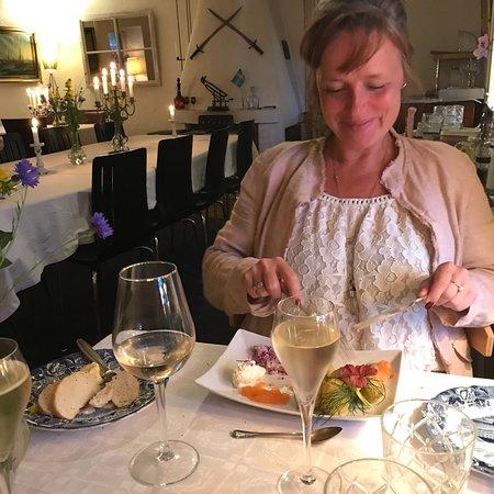 Skivarp, Sweden: Läcker mat som är närproducerade / bra vinlista med stort urval. Enorm utsikt via kvällsbadet öv