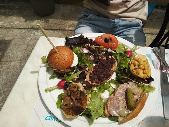 Puimoisson, Frankreich: assiette spécialité de la provence un régal