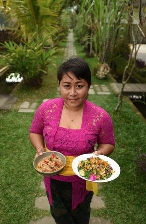 Petulu, Indonesia: Ibu alits home cooked food with love