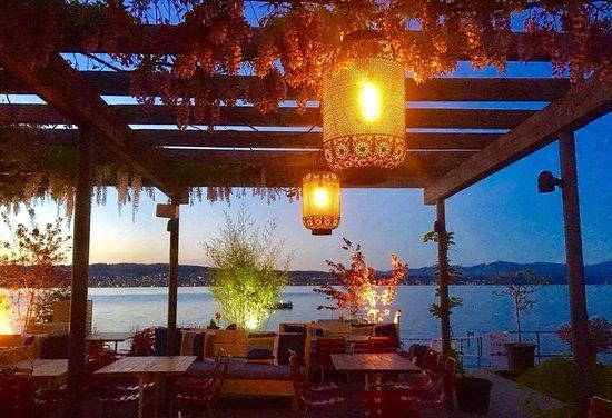 Abendstimmung im Restaurant Fernweh im Seebad Richterswil