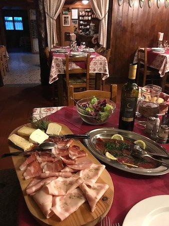 Breguzzo, Italy: La mia ultima cena... ehm, ho chiesto a Fernado quando arrivano le altre 3 persone ad aiutarmi!!