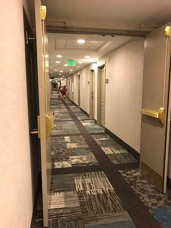 Banning, Californië: Room Hallway, Well-Lighted and Spacious