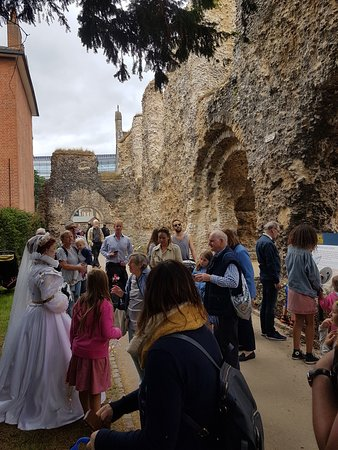 Reading Abbey Ruins: Major characters from Reading Abbey's history turned up for the reopening of the Abbey on 16 Jun