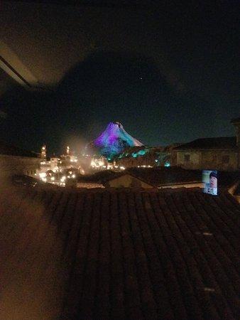 Tokyo DisneySea Hotel MiraCosta: パーシャルビューからの夜の眺め