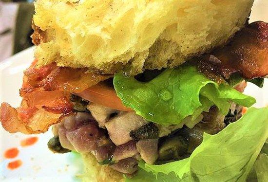 Malnate, Italia: burger di tonno