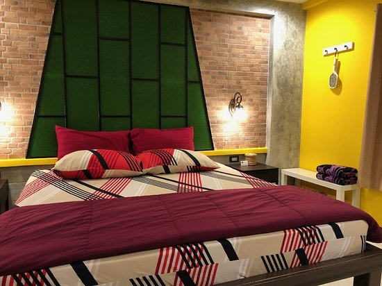 Baan Baimai Boutique Room: เตียงนอนใหญ่ นุ่ม และ ผ้านวมห่มอุ่นสบายมาก