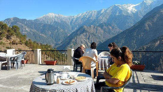 Udechee Huts: Common terrace area where you can enjoy view and food too.