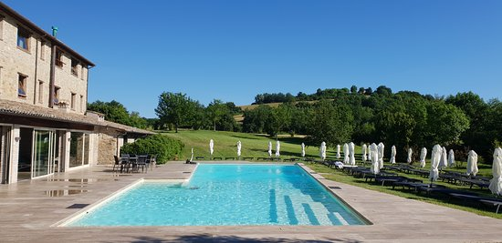 Borgo Lanciano Relais Benessere: la magnifica piscina esterna