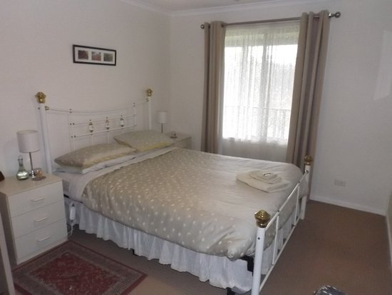 Wirrabara, Australia: Apricot Cottage bedroom