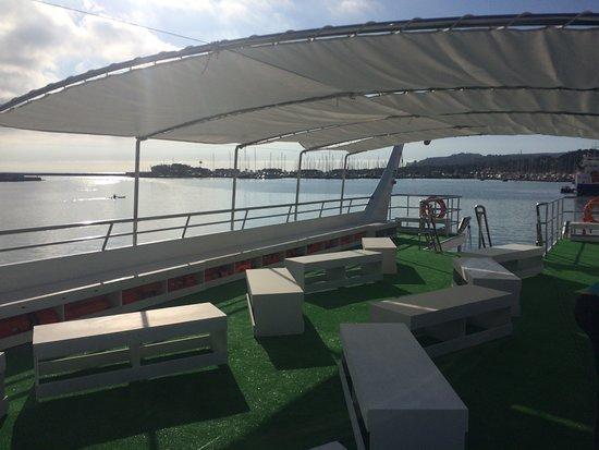 cubierta chill out catamaran mundo marino gandia