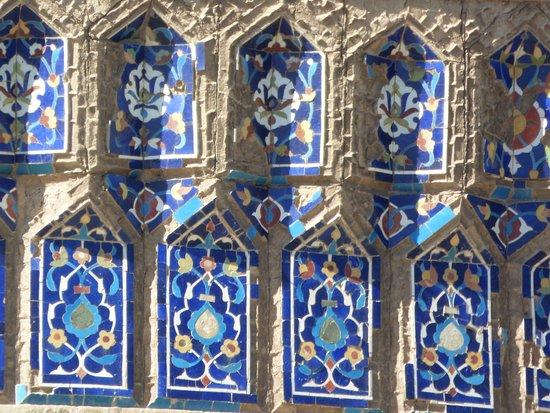 Turabek Khanum Mausoleum: Exterior tile work