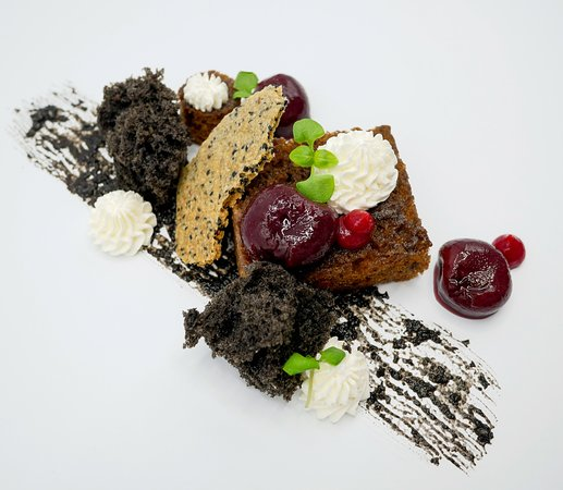 เบนิฮานะ: Black Sesame and Blackberry Cake