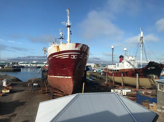Icelandair Hotel Reykjavik Marina: Shipyard view from bedroom