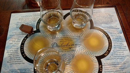The Dalwhinnie Distillery and the 3 flavor tasting tray.