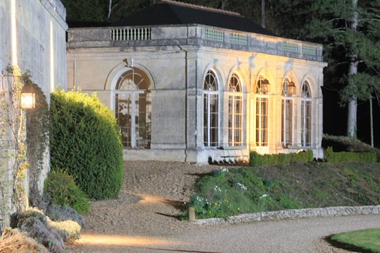 Saint Paterne Racan, Francia: l'orangerie by night