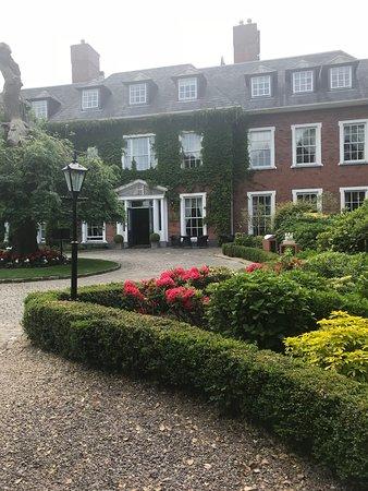 Hayfield Manor Hotel: Flowers everywhere
