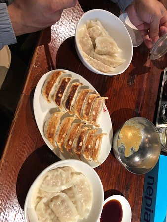 Harajuku Gyozaro: Gyoza (steamed and pan-fried)