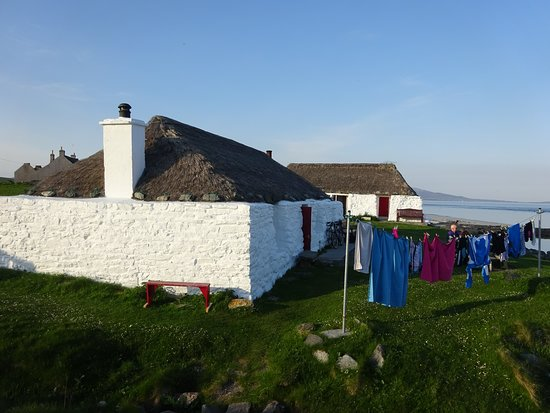 Isle of Berneray, UK: Hostel front