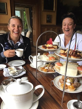 Glaslough, Ireland: Afternoon tea!