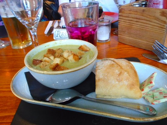 Bamber Bridge, UK: Broccoli /cauliflower soup Good