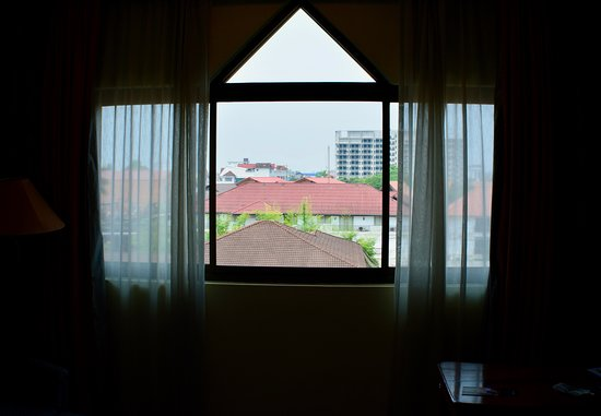 Mercure Vientiane: The window in my room, what I could see outside