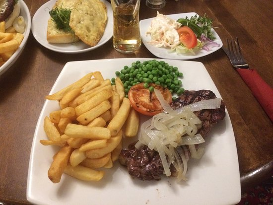 East Harptree, UK: Steak, onions and chips