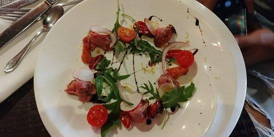 Hanamal 24: מסעדה מדהימה! אכלנו ארוחת גורמה בת מספר מנות. כולן ללא יוצא מן הכלל היו משובחות. חוויה קסומה.