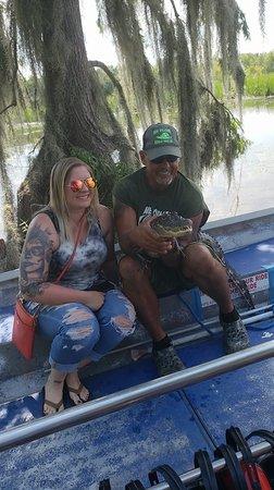 Marrero, LA: Tour guide and a gator he caught