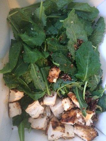 Menlo Park, Californien: salad - missing most listed ingredients